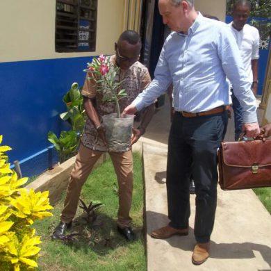 plantation d'arbre par le DG SuperMaritime (3)