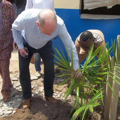 plantation d'arbre par le DG SuperMaritime (5)